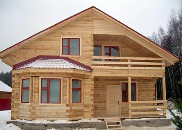Деревянные дома из бревна с эркером