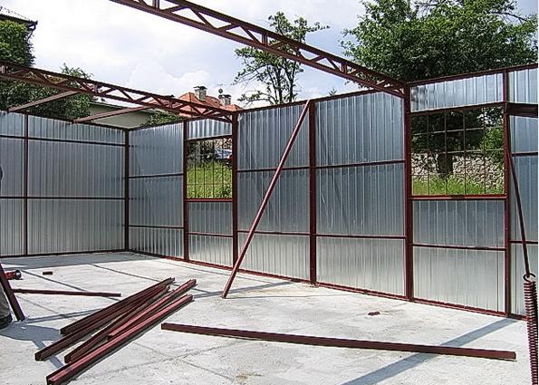 Как построить гараж дешево: выбор материала. Строим гараж из профнастила