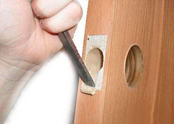 Установка ручек в межкомнатные двери своими руками