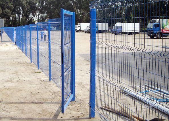 Забор из сварной сетки: преимущества и недостатки, виды материала, установка