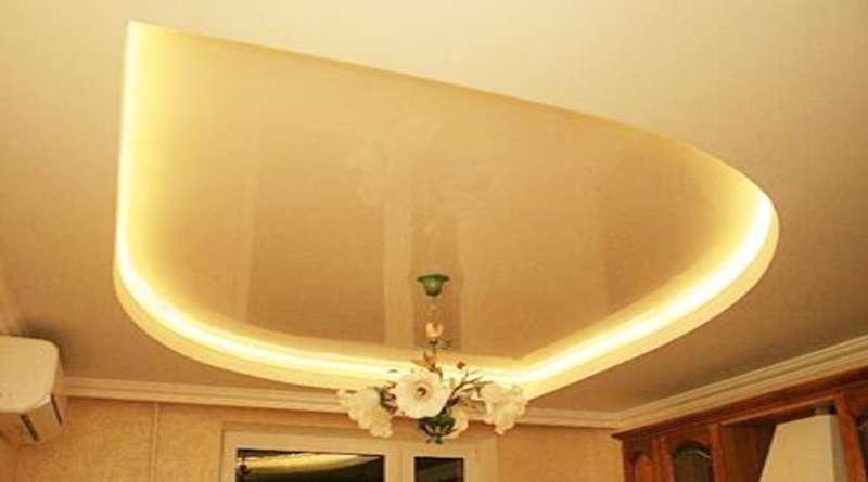 Двухуровневый натяжной потолок с подсветкой: основные виды, методы монтажа и варианты совмещения с гипсокартоном