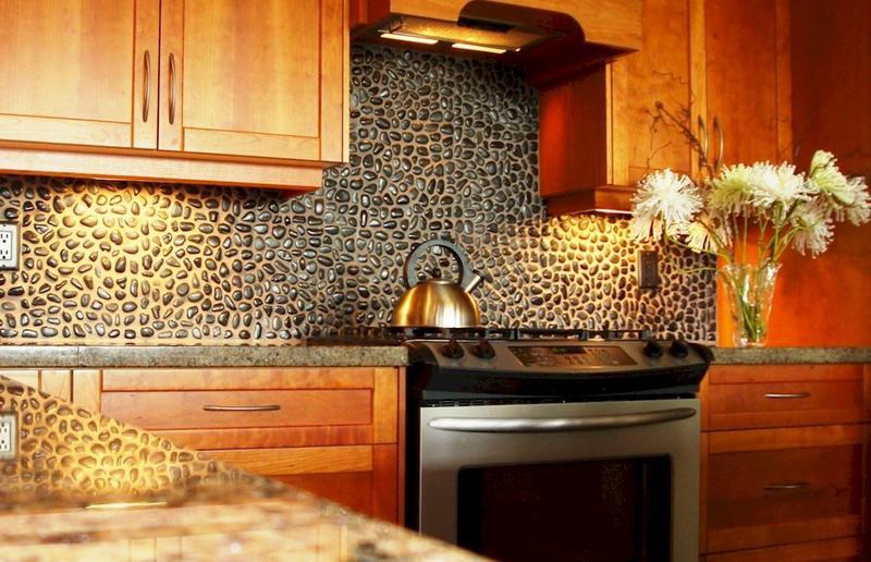 Галечная плитка (галька мозаичная): область применения, преимущества и недостатки, монтаж