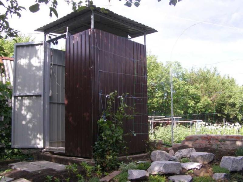 Обустраиваем душ для дачи: варианты конструкций, особенности пленочного и каркасного душа