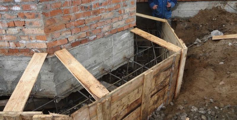 Укрепление фундамента частного дома: причины деформации и способы укрепления