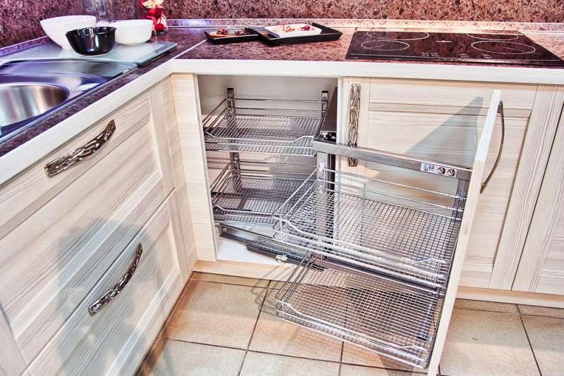 Дизайн кухни с угловой мойкой – особенности, приемы и фото
